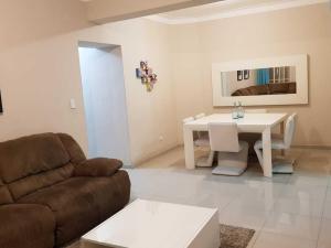 Apartamento En Alquileren Distrito Nacional, Evaristo Morales, Republica Dominicana, DO RAH: 21-553