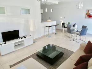 Apartamento En Alquileren Distrito Nacional, Serralles, Republica Dominicana, DO RAH: 21-562