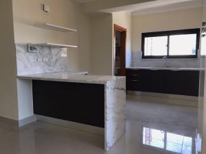 Apartamento En Alquileren Distrito Nacional, El Vergel, Republica Dominicana, DO RAH: 21-951