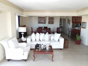 Apartamento En Ventaen Santo Domingo Este, Alma Rosa I, Republica Dominicana, DO RAH: 21-1176