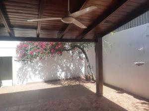 Casa En Ventaen Distrito Nacional, Urbanizacion Fernandez, Republica Dominicana, DO RAH: 21-1197