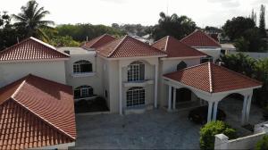 Casa En Ventaen Distrito Nacional, Altos De Arroyo Hondo, Republica Dominicana, DO RAH: 21-2025