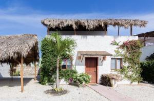 Townhouse En Ventaen Punta Cana, Bavaro, Republica Dominicana, DO RAH: 21-2132