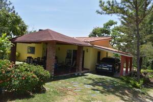 Casa En Ventaen Santiago, San Jose De Las Matas, Republica Dominicana, DO RAH: 21-2206