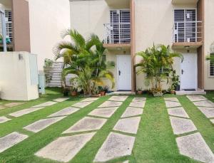 Casa En Ventaen Santo Domingo Norte, Cd Modelo Mirador Norte, Republica Dominicana, DO RAH: 21-2412