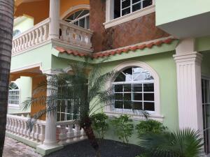 Casa En Ventaen Santo Domingo Este, Las Americas, Republica Dominicana, DO RAH: 21-2495