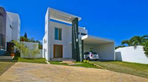 Casa En Ventaen Santiago, Santiago De Los Caballeros, Republica Dominicana, DO RAH: 21-2683