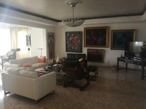 Apartamento En Ventaen Distrito Nacional, Evaristo Morales, Republica Dominicana, DO RAH: 21-2768