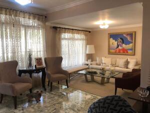 Casa En Ventaen Distrito Nacional, Renacimiento, Republica Dominicana, DO RAH: 21-3111