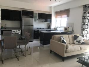Apartamento En Alquileren Distrito Nacional, Piantini, Republica Dominicana, DO RAH: 21-3181