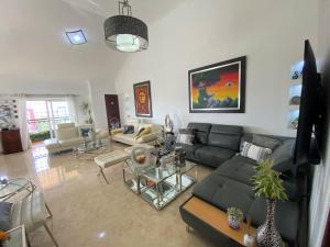 Apartamento En Ventaen Distrito Nacional, Evaristo Morales, Republica Dominicana, DO RAH: 21-3221