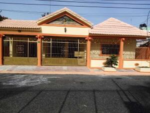 Casa En Ventaen Santo Domingo Este, Lucerna, Republica Dominicana, DO RAH: 22-314