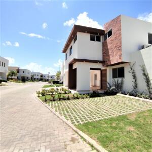 Casa En Ventaen Santo Domingo Norte, Cd Modelo Mirador Norte, Republica Dominicana, DO RAH: 22-328