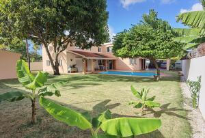 Casa En Ventaen Santo Domingo Oeste, Alameda, Republica Dominicana, DO RAH: 22-432