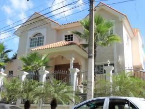 Casa En Ventaen Distrito Nacional, Los Rios, Republica Dominicana, DO RAH: 22-467
