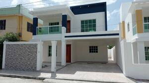 Casa En Ventaen Santo Domingo Este, Ecologica, Republica Dominicana, DO RAH: 22-544