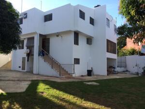 Casa En Ventaen Santo Domingo Oeste, Alameda, Republica Dominicana, DO RAH: 22-557