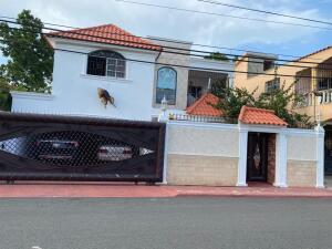 Casa En Ventaen Santo Domingo Este, San Isidro, Republica Dominicana, DO RAH: 22-579