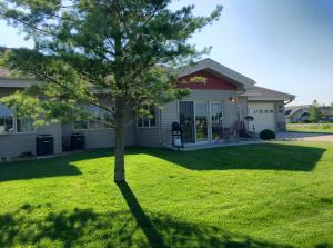 Exterior - sunroom and garage