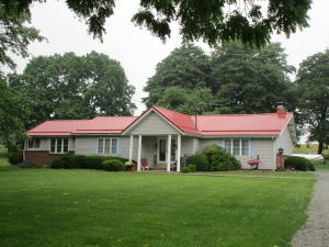 1097 DOMBS HILL RD, Rossiter, PA 15772
