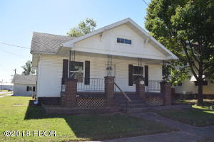 208 E King Street, Fairfield, IL 62837