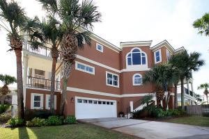 Beautiful 5 bedroom, 5.5 bathroom home with private pool