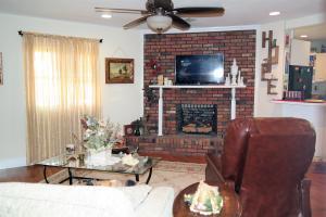 119 Twin Lakes Drive, Defuniak Springs, FL 32433
