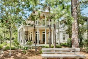 This WaterColor Home has an excellent location on one of WaterColor's beautiful parks!