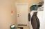 Mud room/laundry off kitchen & garage