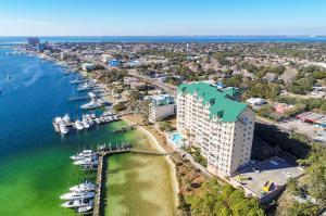 Perfectly located on the Destin harbor and offering easy access to the Gulf and bay.