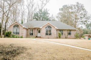 199 Country Club Drive, Crestview, FL 32536
