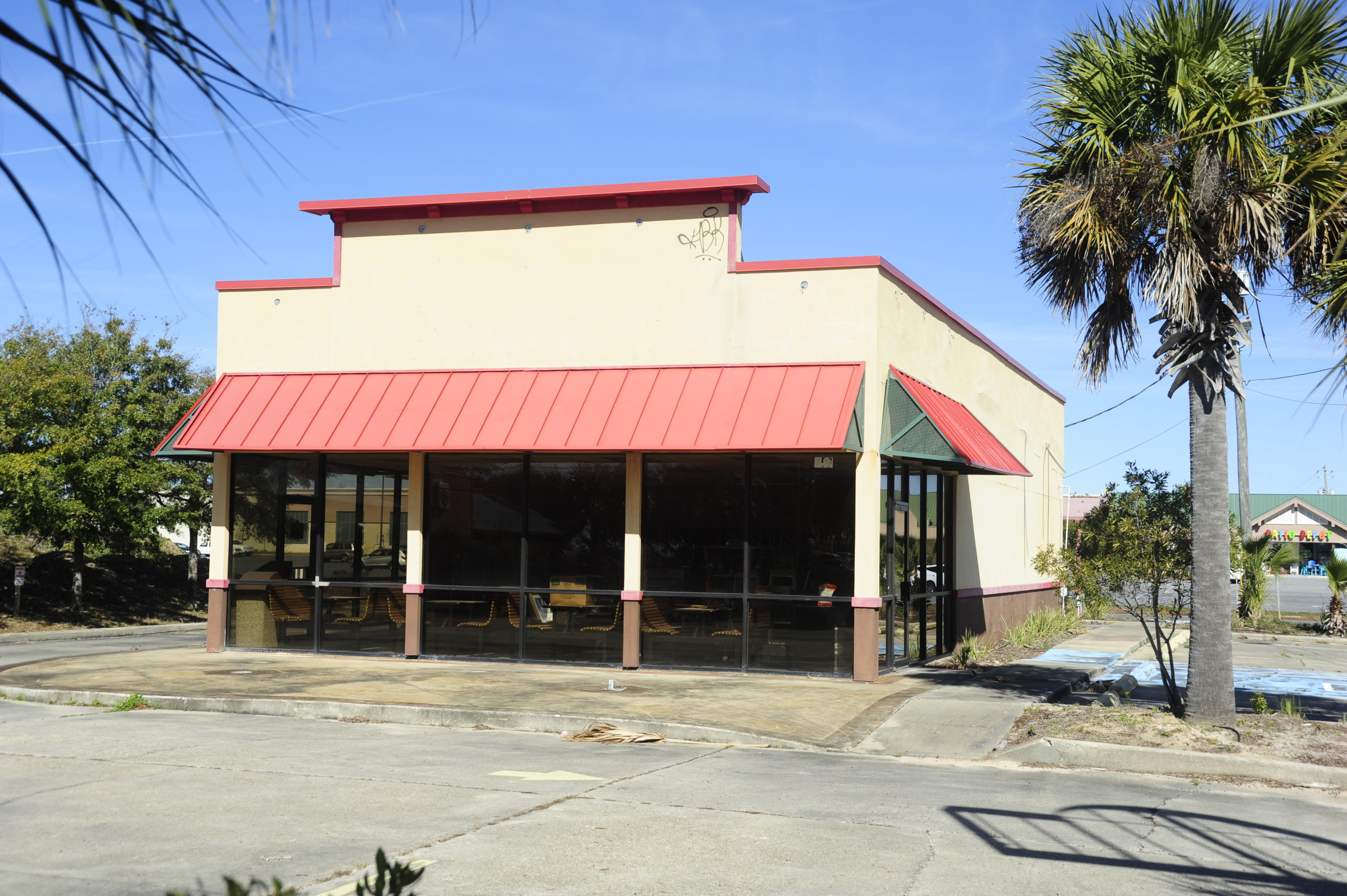 DIAMOND IN THE ROUGH!!This is a one of a kind, STAND ALONE BUILDING in Destin, with drive thru, for
