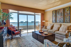 Floor to ceiling window to enjoy sweeping Gulf and Harbor Views