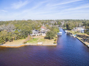 2337 Canal Drive, Niceville, FL 32578