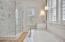 1st level master tub/shower