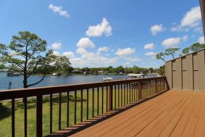 565 Cove Drive, Fort Walton Beach, FL 32547