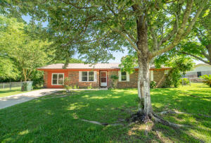 6404 Meadow Field Circle, Pensacola, FL 32526