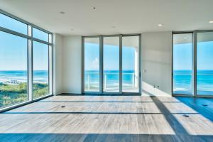Floor To Ceiling Glass Panoramic Views