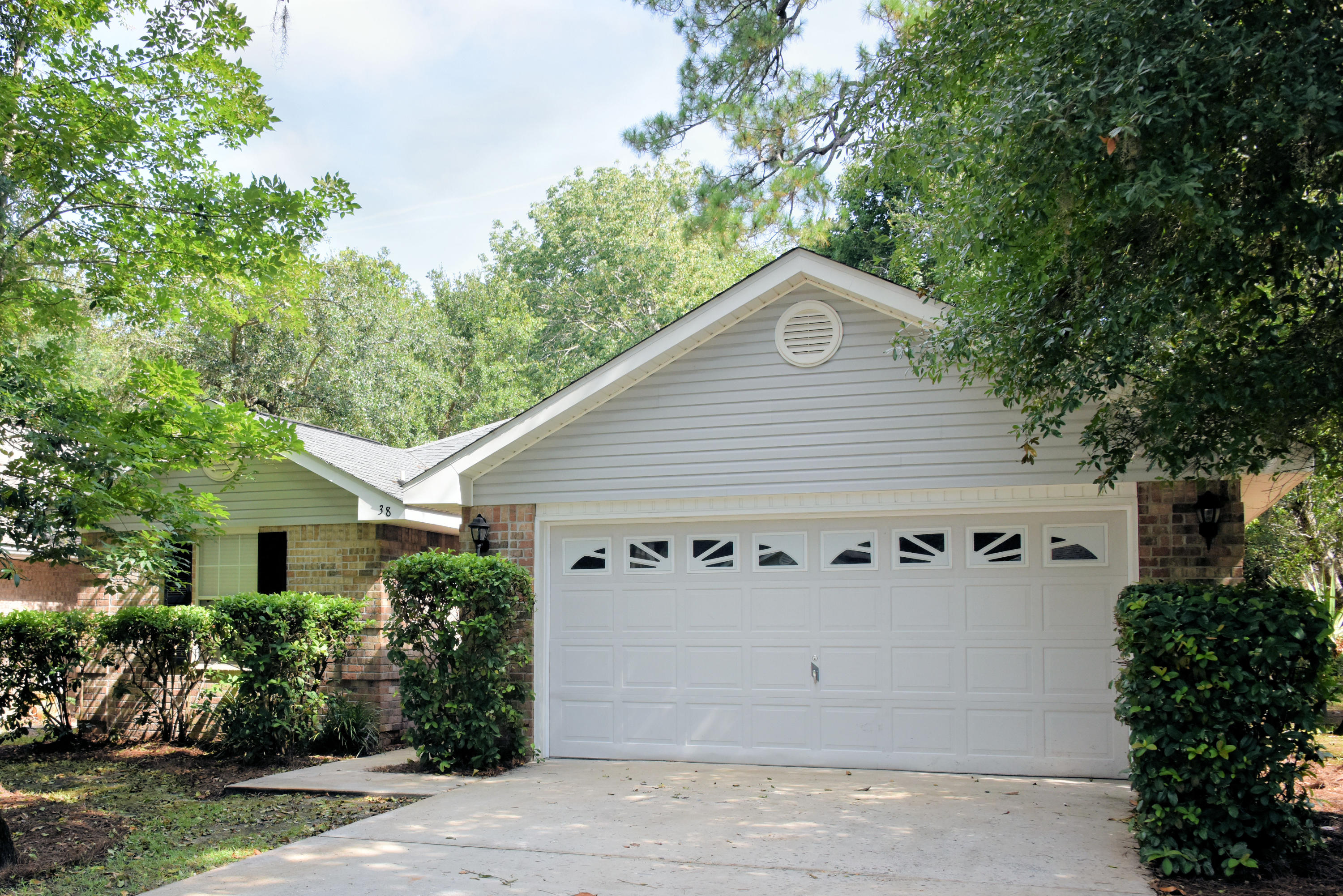 Located near Sacred Heart Hospital, Grand Boulevard Town Center, Carmike Cinema 10, Restaurants, Silver Sands Outlets and the White Sand Beaches of South Walton. This Low Maintenance Exterior, Open/ Split Bedroom Floor Plan with Vaulted Ceilings is Ideal for Entertaining. Freshly painted to include ceilings and new carpet makes this move in ready.
