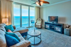 Large sliding doors provide tons of natural light and stunning views of the Gulf. Capture the emerald green waters on the interior.