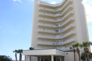 Front view of St. Andrews Park Place condominiums