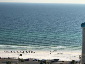 Welcome to Ariel Dunes unit #1908. What a beautiful view!