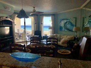 Gulf of Mexico views from the kitchen and living room. Open floor plan.