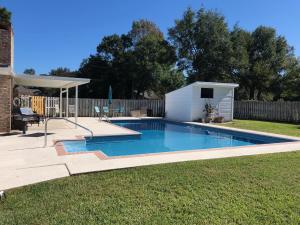 108 Country Club Road, Shalimar, FL 32579