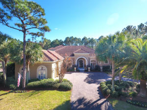 Beautiful home in the gated community of Burnt Pine in the Sandestin Golf & Beach Resort.