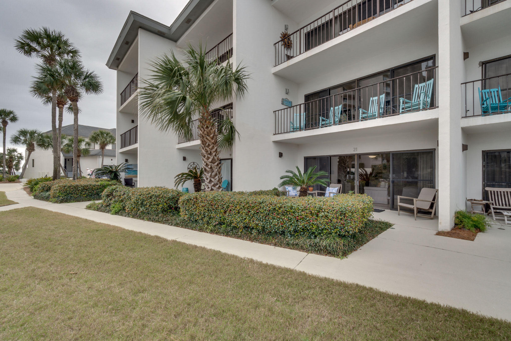 Sweet completely remodeled and furnished studio in the perfect location!  Emerald Hill is a quiet 36 unit condo community in the heart of Seagrove.  Walking distance to Seaside and a short bike ride to WaterColor and Grayton.  Enjoy a dip steps from your front door in the community pool.  Private gated beach access within 100 yards.  All new kitchen appliances and washer/dryer.  Quartz kitchen countertops with upgraded cabinetry.  Upgraded bath with spacious, tiled walk in shower.  Queen size bed flanked with storage cabinets and a twin Murphy bed allow plenty of space for 3 comfortably.