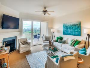 living room / den