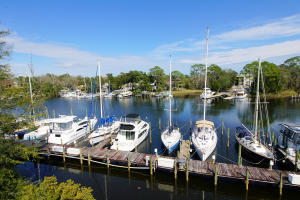 300 Yacht Club Drive, UNIT 13, Niceville, FL 32578