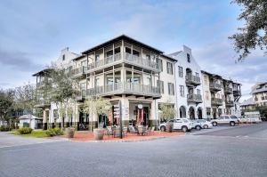 PERFECT BARRETT SQUARE LOCATION IN THE HEART OF TOWN