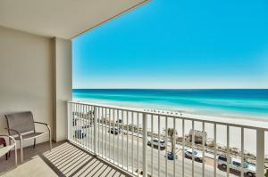 The spacious private balcony offers unobstructed views up and down the coast. Enjoy stunning sunrises and sunsets, or simply relax to the sound of the murmuring surf below.